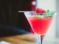 e034b80f2ff01c3e81584d04ee44408be272e6d31cb213499df0_640_strawberry-cocktail